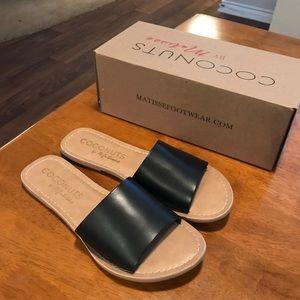 Matisse Coconut black leather slides